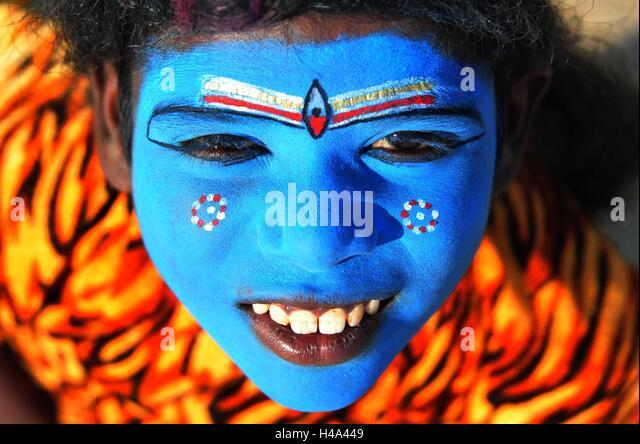 Allahabad, Uttar Pradesh, India. 15th Oct, 2016. Allahabad: A child begger dressed as Hindu's lord Shiva react - Stock Image