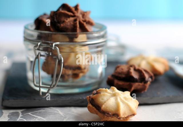 Chocolate and Vanilla Biscotti filled with chocolate cream - Stock Image