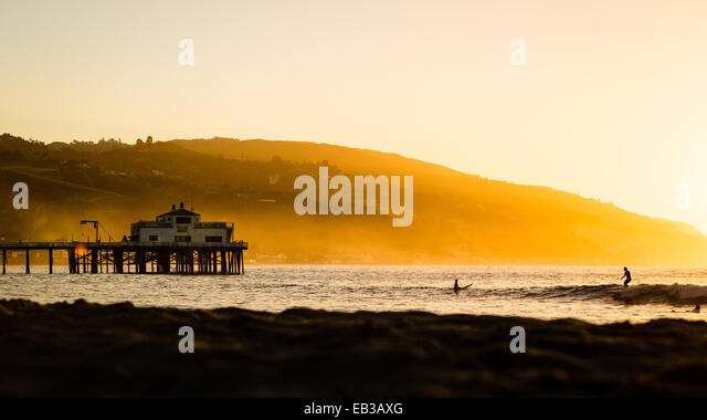 USA, California, Los Angeles County, Malibu, Pier at sunrise - Stock-Bilder