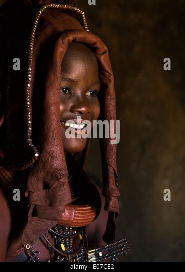 Woman Wearing Wedding Headdress In Himba Tribe, Epupa, Namibia - Stock-Bilder