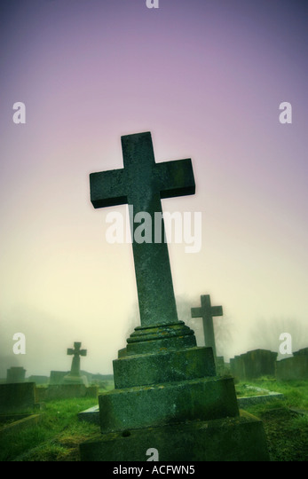 Photo of a cross in a graveyard - Stock Image