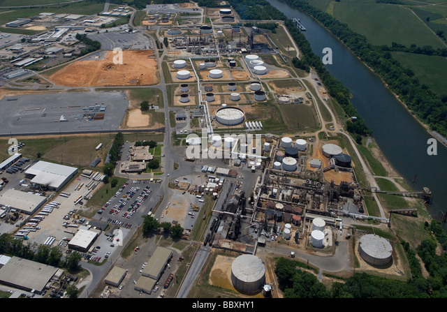 aerial view above Hunt Refining Company, Tuscaloosa, Alabama adjacent to Black Warrior river - Stock Image