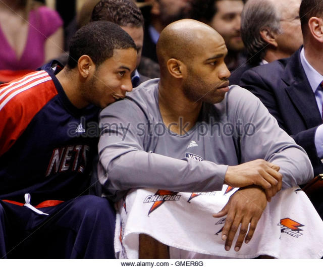 New Jersey Nets new point guard Devin Harris (L) talks with teammate guard Vince Carter on the bench during the - Stock Image
