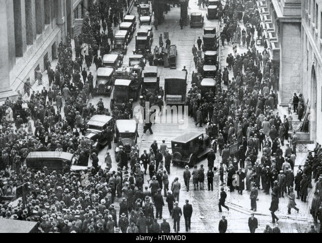 WALL STREET CRASH 29 October 1929. Investors and brokers mill around outside the New York Stock Exchange. - Stock Image