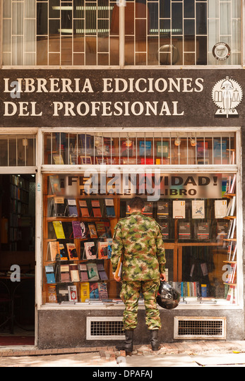 Soldier and bookshop, Bogota, Colombia, America - Stock Image