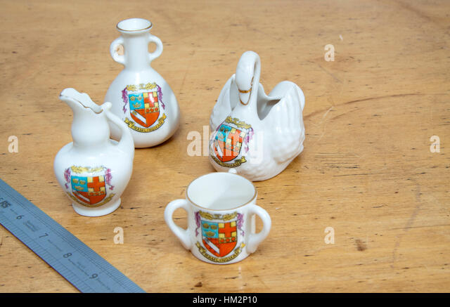 four pieces of Goss and Goss lookalike china inscribed Framlingham and a shield - Stock Image