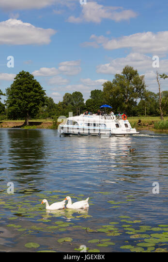 Boating holiday in summer on the River Thames at Wallingford, Oxfordshire England UK - Stock Image