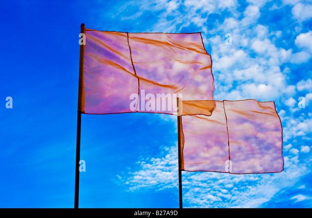 Red Flags in blue sky - Stock-Bilder