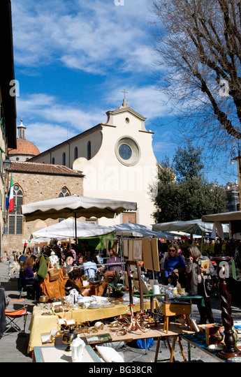 Antiquarian fair, Piazza Santo Spirito, Chiesa di Santo Spirito, Florence (Firenze), UNESCO World Heritage Site, - Stock-Bilder