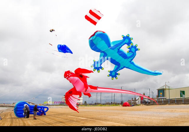 Morecambe, Lancashire, UK. 24th June, 2015. UK Weather. Strong winds on the coast as Kite Flyers struggle to launch - Stock Image