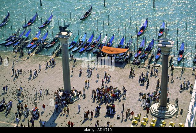 Italy Venice Riva degli Schiavoni Canale Grande Riva degli Schiavoni Gondola pier scultures with lions - Stock Image