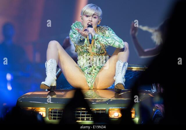 Miley cyrus lanxess arena cologne 2014 - 2 7