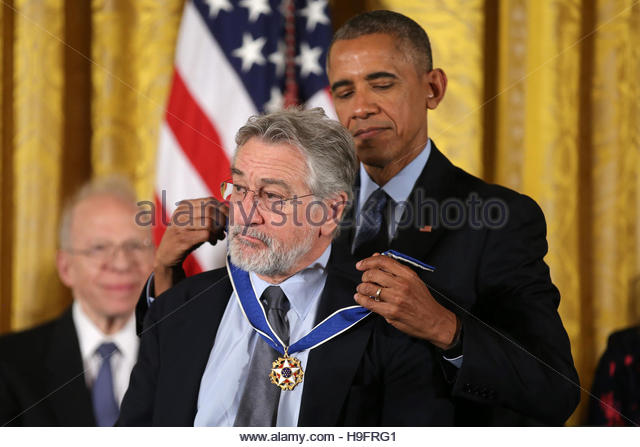 U.S. President Barack Obama awards the Presidential Medal of Freedom to actor Robert DeNiro in the East Room of - Stock-Bilder