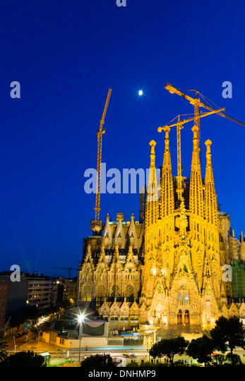 Church in a city, Sagrada Familia, Barcelona, Catalonia, Spain - Stock-Bilder