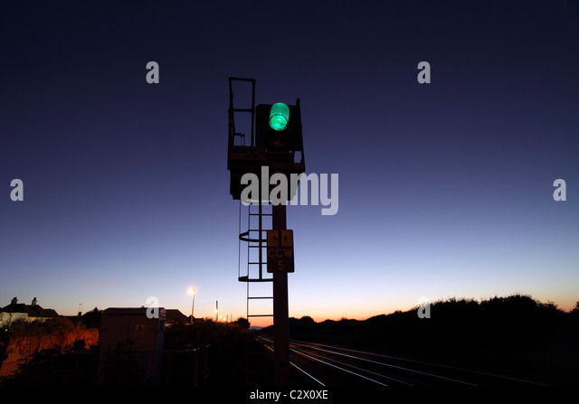 Green for Go: railway signal, Cooden Beach, East Sussex. On the line between Eastbourne and Hastings. - Stock-Bilder