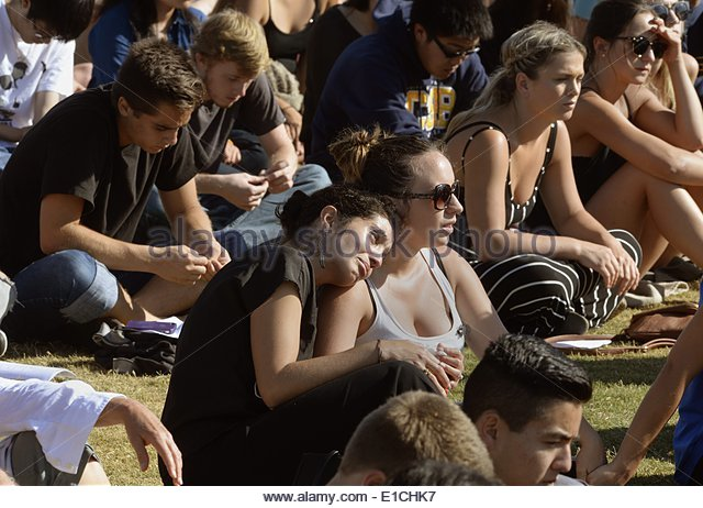 epa04228908 Students attend a memorial event for the six UCSB students killed and 13 wounded in a shooting rampage - Stock Image