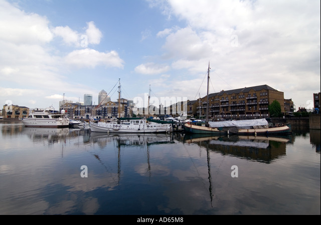 PICTURE CREDIT Doug Blane Limehouse canal basin in London - Stock Image