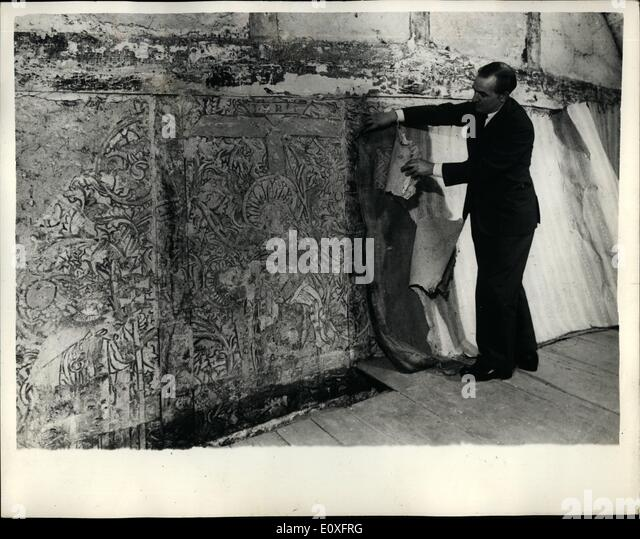 Nov. 11, 1966 - Paintings found under wallpaper are 500 years old; Religious paintings found under six layers aging - Stock-Bilder