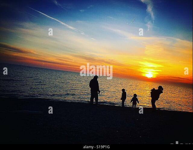 Family beach sunset - Stock-Bilder