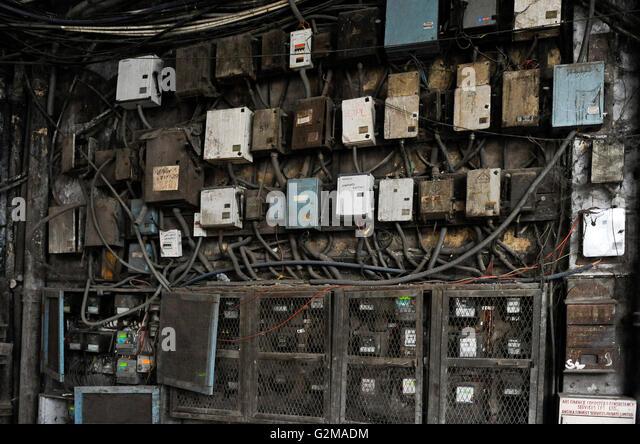 INDIA Kolkata, electric meter in old appartment building / INDIEN Kalkutta, Stromzaehler in einem Wohnhaus - Stock-Bilder