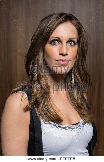 Portrait of smiling brunette woman - Stock-Bilder