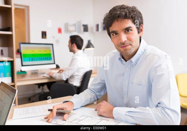 Busineeswoman businessman desk computer start-up - Stock Image