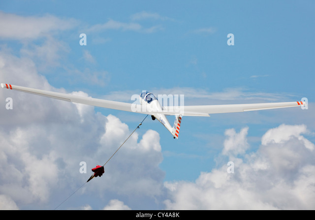 Grob 103 Acro glider on launch wire. - Stock Image