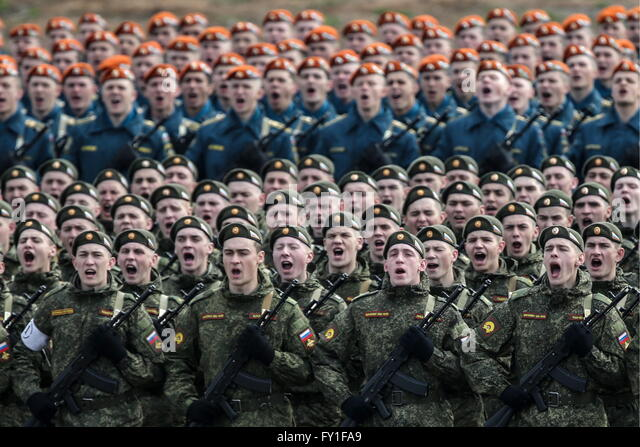 Moscow Region, Russia. 20th Apr, 2016. Russian servicemen march in formation at Alabino range as they prepare for - Stock Image