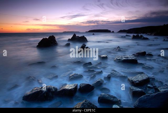 Dusk at Marloes, looking towards Gateholm and Skokholm Islands, Pembrokeshire, West Wales. - Stock-Bilder