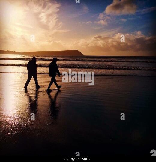 Sunset over Newport Bay beach in Pembrokeshire, Wales - Stock-Bilder