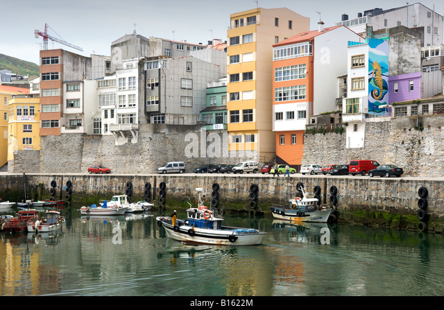 The harbour of the village of Malpica de Bergantinos on the Atlantic coast of Spain's Galicia region. - Stock-Bilder