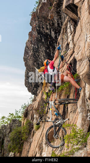 Couple multsportsmens trying to overcome route - Stock Image