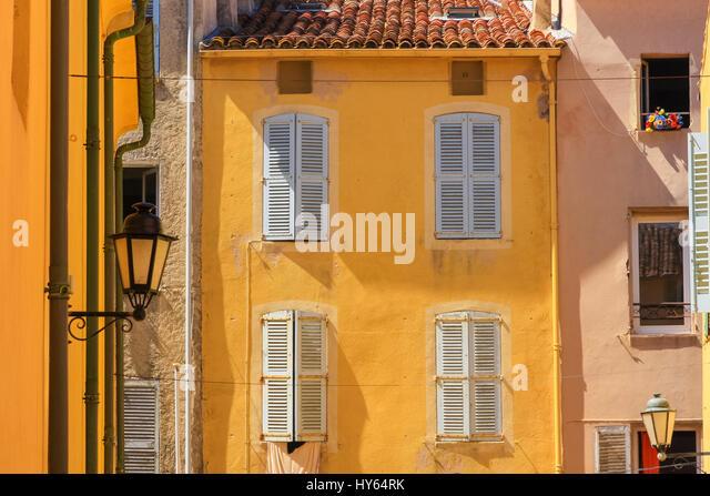 Traditional houses,  St. Tropez, Cote d'Azur, France. - Stock Image