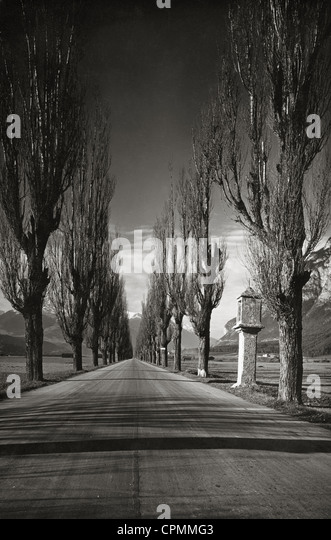 Old country road in Tyrol, 1931 - Stock Image