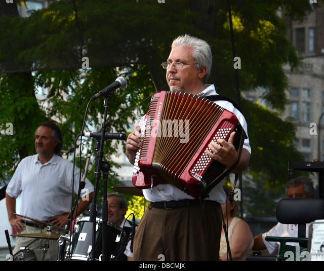 CHICAGO - JULY 18: Peter Sadkhin, accordionist and band leader of Tum Balalaika Klezmer band - Stock Image