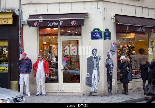 Murals of Louis Armstrong (Satchmo) and Albert Einstein on the wall of a shop in Paris - Stock-Bilder