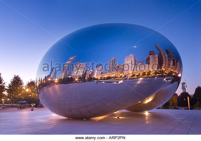 'Cloud Gate' sculpture in the Millennium Park, Chicago, Illinois, USA. - Stock Image