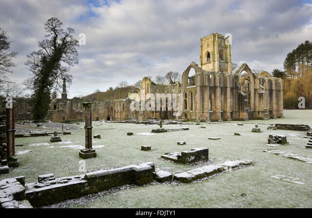 A winter view towards the east end of the Abbey church showing the great east window arch at Fountains Abbey, North - Stock-Bilder