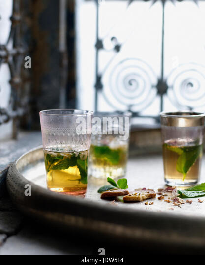 Glasses of Moroccan mint tea with pistachio biscuits - Stock-Bilder