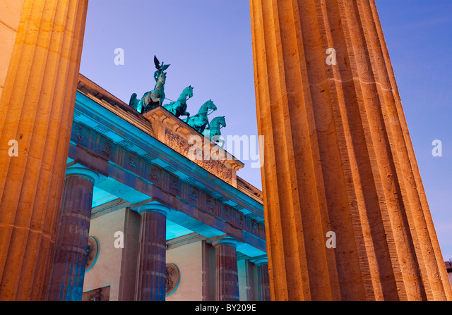 Germany,Berlin,Brandenburg Gate illuminated at dusk during the Festival of Lights - Stock-Bilder