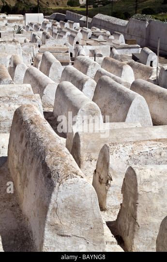 Rows and rows of graves, many unmarked, at Jewish Cemetery - Cimetière Juif - at the edge of the Jewish quarter - Stock Image