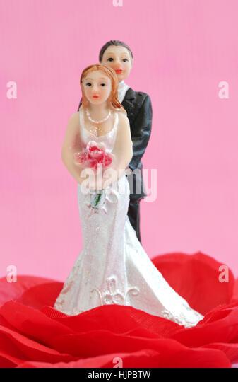 Happy newlyweds on a wedding cake - Stock Image
