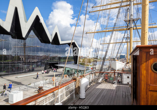 The Riverside Museum of Transport and Travel beside the River Clyde in Glasgow, Scotland UK - viewed from the tall - Stock-Bilder