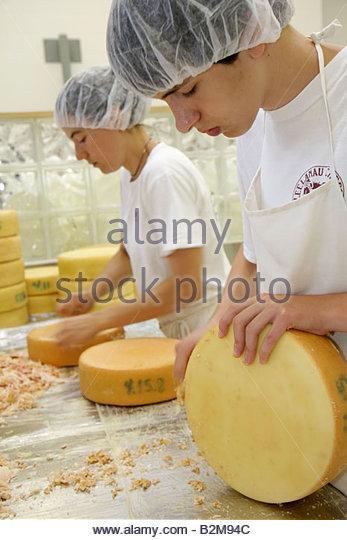 Michigan Traverse City Leelanau Peninsula Black Star Farms Leelanau Cheese Company creamery make cheese craft skill - Stock Image