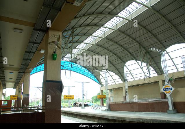 RAJ98892 Modern new Koper khairne Railway Station Navi Mumbai Vashi Bombay Maharashtra India - Stock Image