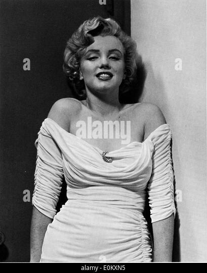 Starlet Marilyn Monroe posing for Parade magazine - Stock Image