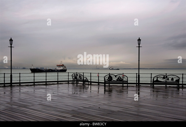 Southend Pier, Southend on Sea, Essex, Britain. freighters moored off the end of the pier waiting for the tide. A wet day out o Stock Photo