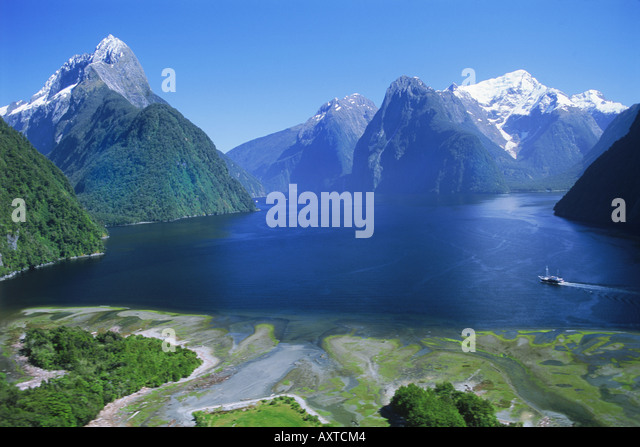 The Lion Peak above Milford Sound with ferryboat in Fjordland National Park on South Island  New Zealand - Stock-Bilder
