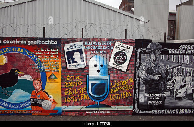 Belfast Falls Rd Republican Mural- Irish Language Radio Failte FM107.1 - Stock Image