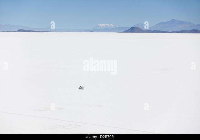 Camper van on Salar de Uyuni (Salt Flats of Uyuni), Potosi Department, Bolivia, South America - Stock Image